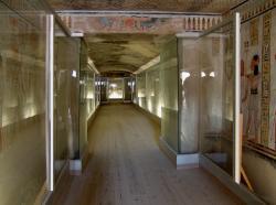 Intérieure de la tombe Khamouast