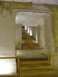 escalier menant à la chambre funèraire