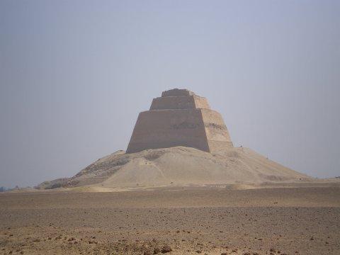 pyramide-de-meidoum.jpg