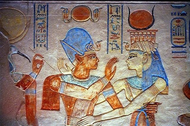 Ramsès III représenté avec Hathor