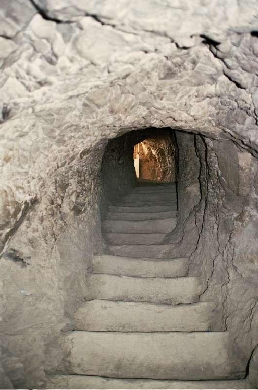 Escalier menant à la tombe de Sennefer