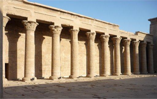 La cour à portique de Karnak