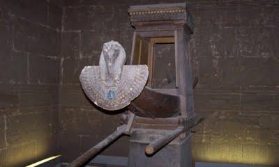 reposoir de la barque du temple d'Edfu