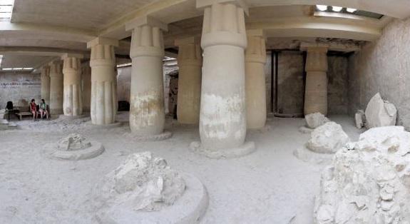 vue de l'interieure de la tombe de ramose